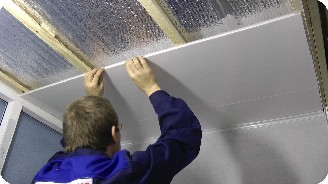Обшивка потолка пластиковыми панелями своими руками видео